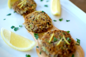 Red Quinoa Crab Cakes with Sriracha Mayo